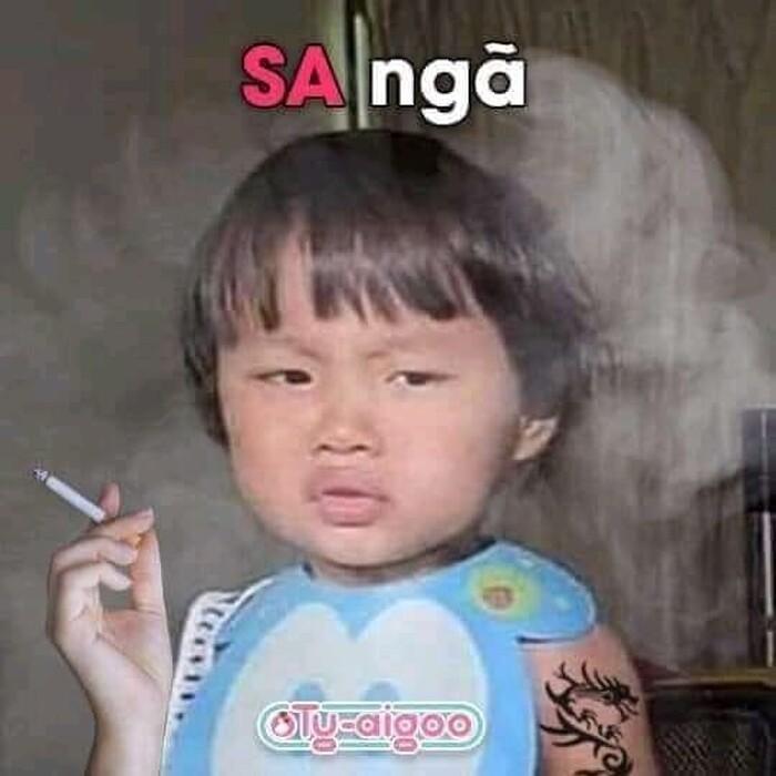 Hình meme bé Sa cần điếu thuốc