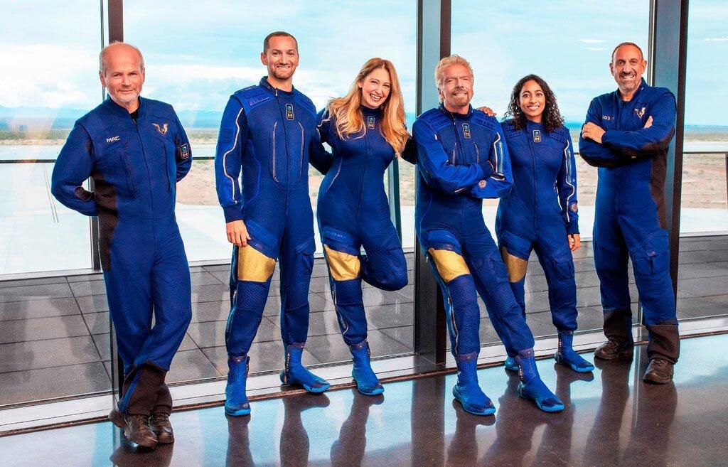 những người tham gia vào chuyến du hành vũ trụ
