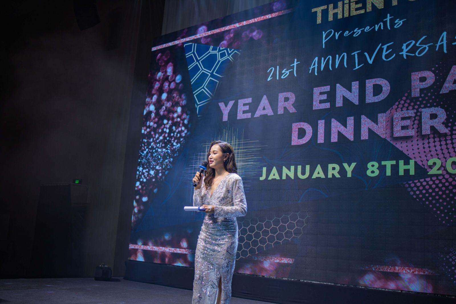 MC Hoài Thư dẫn chương trình kỷ niệm 21 năm thành lập công ty Viễn Thông Thiên Tú