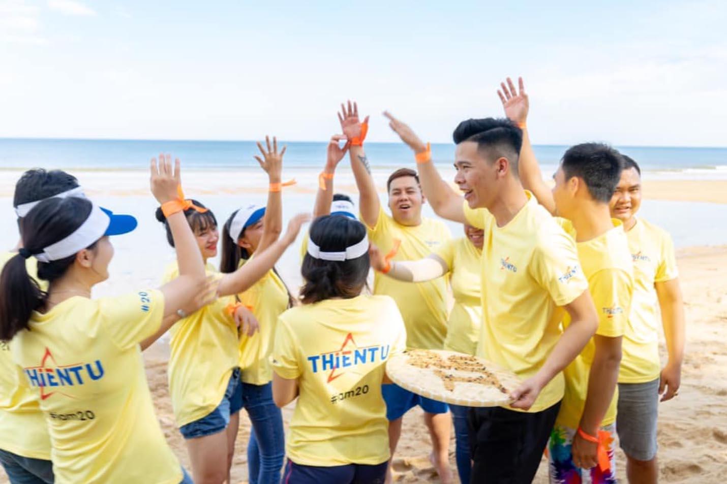 Ảnh teambuilding tại Thiên Tú