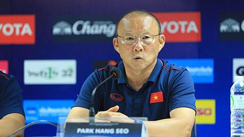 Khán giả tiếc nuối khi huấn luyện viên Park Hang-seo nhận thẻ vàng